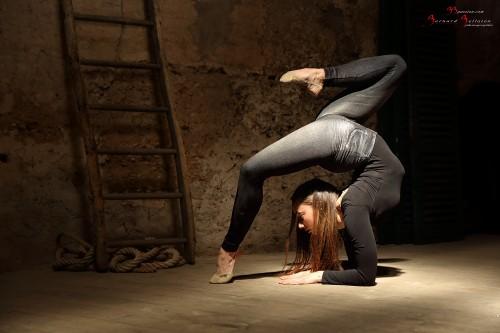 Personne n'habite autant la totalité de son corps que les grands danseurs... Modèle : Agathe. Photographe : Bernard Bellaton. lieu : Studio 33passion – avec Agathe Vncrt et Bernard Bellaton.