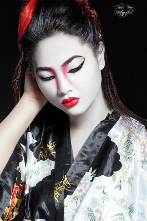 Modèle : Celine Alm Linee. Make-up : Tatiana Norton. Retouches : Julia Retouch Okaro. Photographe : Olivier Bain