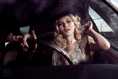 Model: Klarika Koly. Foto: Ammy Berent. Styling: Simone Breu, Hair & Make-up & Nail Artist and Fashion Stylist. Outfit: Atelier Lorand Lajos