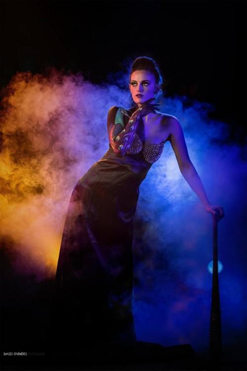 Modèle : Manon Mortemousque. MakeUp Artist: Coralie Vidal Kalamiti. Photographe : Maxime Rocher. Assistante de la photographie : Amélie Chomienne. Studio : Studio Light Photo – avec Manon Mortemousque.