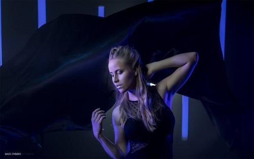 Preview du shooting avec Laura Goep. MakeUp : Amélie Chomienne / Make Up Effects. Photographe : Maxime Rocher / Images Éphémères Photographe. Studio : Studio Light Photo – avec Laura Goep, Amélie Chomienne et Make Up Effects.