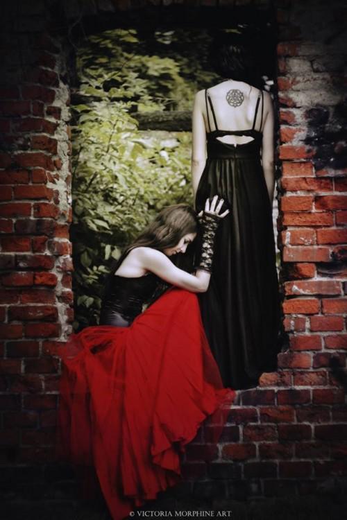 Photo: Victoria Morphine Art. Models: Hexyl Noir & Karolina Ka