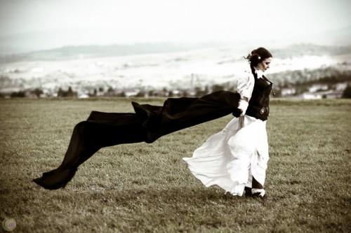 Photo : Celine Aupiais.  Modèle : Lurdes Marie.  MUAH : Léa Faynel Coiffeuse Maquilleuse. Bijoux : Marie Gonon Création
